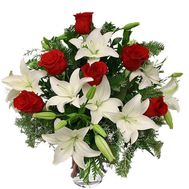 Bouquet of roses and lilies for the New Year - flowers and bouquets on salonroz.com
