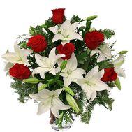 Букет из роз и лилий на Новый год - цветы и букеты на salonroz.com