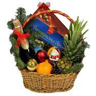 Новогодняя корзина с фруктами и конфетами - цветы и букеты на salonroz.com