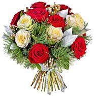 Розы с сосной в букете - цветы и букеты на salonroz.com