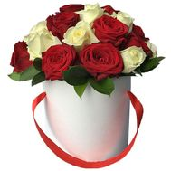 Red and white roses in a box - flowers and bouquets on salonroz.com