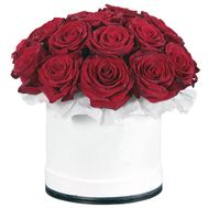 Red roses in a hat box - flowers and bouquets on salonroz.com