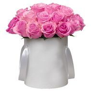 Pink roses in a hat box - flowers and bouquets on salonroz.com