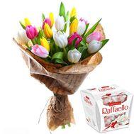 21 тюльпан и Рафаэлло - цветы и букеты на salonroz.com