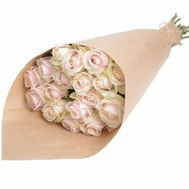 A bouquet of cream roses in craft - flowers and bouquets on salonroz.com