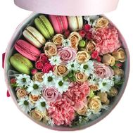 Bouquet in a round box with Macarons - flowers and bouquets on salonroz.com