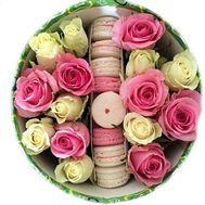 Flower box with roses and macarons - flowers and bouquets on salonroz.com