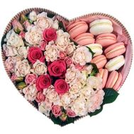 Flower heart box with Macarons - flowers and bouquets on salonroz.com