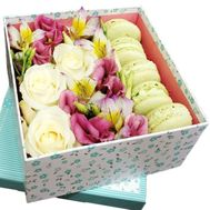 Flowers and macarons in a square box - flowers and bouquets on salonroz.com