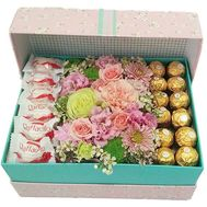 Candy in a box of flowers - flowers and bouquets on salonroz.com