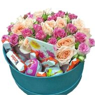 Box of sweets and flowers - flowers and bouquets on salonroz.com