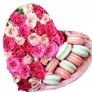 Shrub roses and macarons in a box heart - flowers and bouquets on salonroz.com