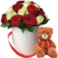 Bear with a box of roses - flowers and bouquets on salonroz.com