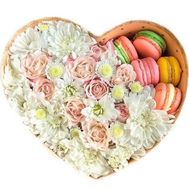 A tender heart with macarons - flowers and bouquets on salonroz.com