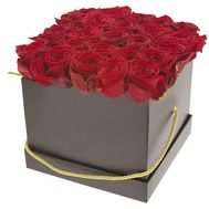 25 red roses in a square box - flowers and bouquets on salonroz.com