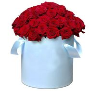 55 red roses in a hat box - flowers and bouquets on salonroz.com