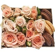A bouquet of roses in a box with macarons - flowers and bouquets on salonroz.com