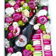 Flowers, macarons and champagne in a box - flowers and bouquets on salonroz.com