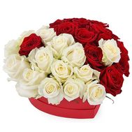 Red and white roses in a box heart - flowers and bouquets on salonroz.com