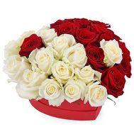 Червоні і білі троянди в коробці серце - цветы и букеты на salonroz.com