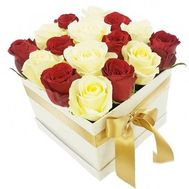 Red and white roses in a square box - flowers and bouquets on salonroz.com
