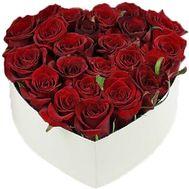 Червоні троянди в коробці серце - цветы и букеты на salonroz.com