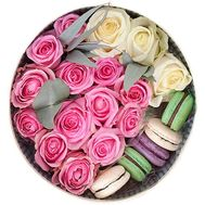 Round box with roses and macarons - flowers and bouquets on salonroz.com