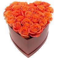 Помаранчеві троянди в коробці серце - цветы и букеты на salonroz.com