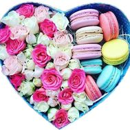 Roses and macarons in the box heart - flowers and bouquets on salonroz.com