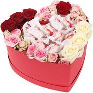 Heart of roses and sweets - flowers and bouquets on salonroz.com