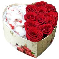 Red roses and candies in a box - flowers and bouquets on salonroz.com