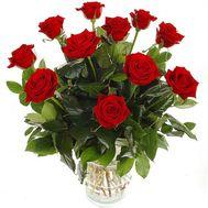 Букет из 11 красных роз с зеленью - цветы и букеты на salonroz.com
