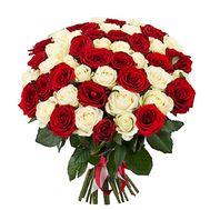 Букует из 43 красных и белых роз - цветы и букеты на salonroz.com