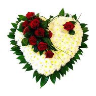 Heart of roses and chrysanthemums - flowers and bouquets on salonroz.com