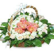 Heart of cream and peach roses - flowers and bouquets on salonroz.com