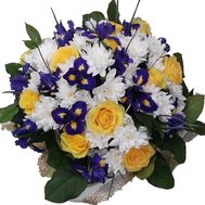 Букет из 11 роз, 13 ирисов и 7 хризантем - цветы и букеты на salonroz.com