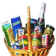 Подарочная корзина с продуктами - цветы и букеты на salonroz.com