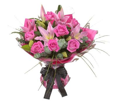 """""""Bouquet of flowers from 7 roses and 2 lilies"""" in the online flower shop salonroz.com"""