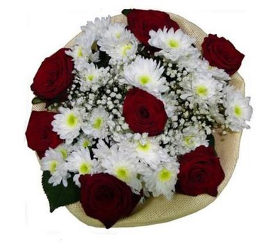 """""""Bouquet of flowers from 4 chrysanthemums and 7 roses"""" in the online flower shop salonroz.com"""