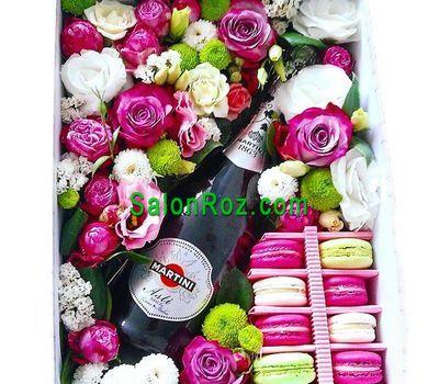 """""""Цветы, макаруны и шампанское в коробке"""" в интернет-магазине цветов salonroz.com"""