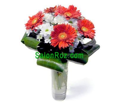 """Bouquet of flowers from 5 gerberas and 4 chrysanthemums"" in the online flower shop salonroz.com"