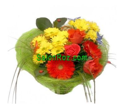 """Bouquet of flowers from 3 roses, 2 gerberas and 2 chrysanthemums"" in the online flower shop salonroz.com"