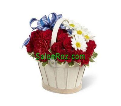"""""""Корзинка цветов из 11 роз, 7 гвоздик и 3 хризантем"""" в интернет-магазине цветов salonroz.com"""